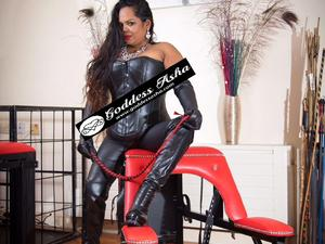 Mature BBW Indian Caribbean Dominatrix Sensual Seductive Sweet Strict in London