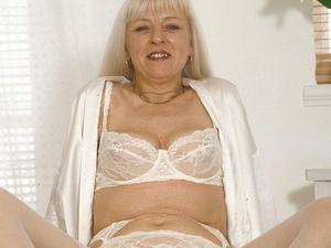 Granny Loves to Suck 09830 222 296  in Swindon