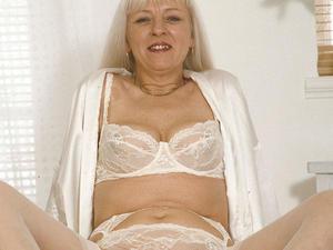 Granny Loves to Suck 09830 222 291   in Bristol