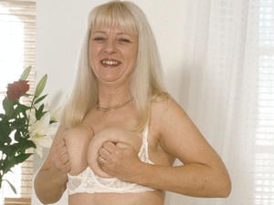 Granny Loves to Suck 09835 444 805   in Bristol